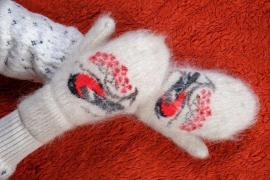 Children and adults woolen socks and mittens