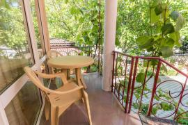 We invite you to relax in the guest house Zhemchuzhina on the black sea